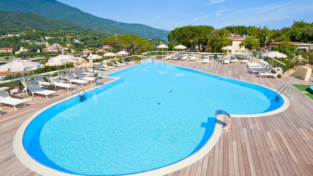la_perla_del_golfo_hotel_martini_e_pari
